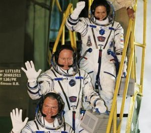 US-RUSSIAN CREW DOCKS WITH SPACE STATION