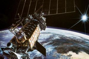 U.S. WEATHER SATELLITE EXPLODES INTO 43 PIECES