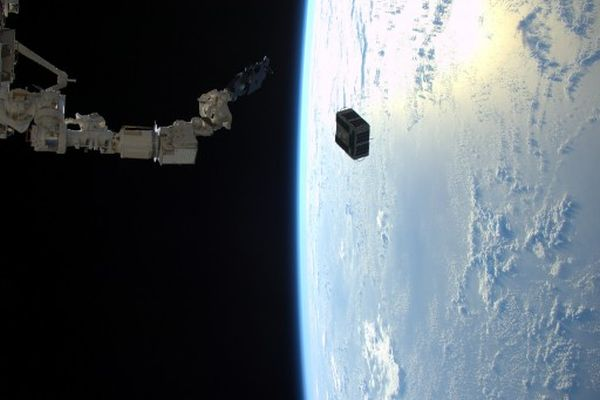 PAIR OF SATELLITES EJECTED FROM ISS FOR IN-SPACE NAVIGATION EXERCISE