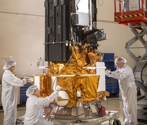 MALFUNCTIONING WEATHER SATELLITE CAN'T BE RECOVERED, AIR FORCE FINDS