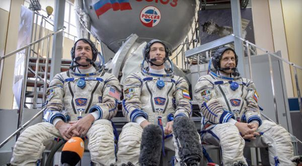 RUSSIANS DELAY NEXT SPACE STATION CREW LAUNCH