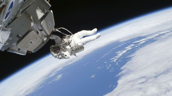 NASA IS OFFERING $30K TO THE PERSON WHO SOLVES ITS SPACE POOP PROBLEM