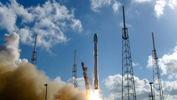 SPACEX COULD RETURN TO FLIGHT DEC. 16, SATELLITE LAUNCH CUSTOMER SAYS