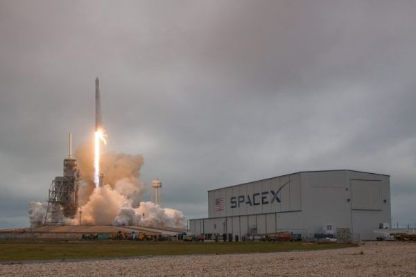 HISTORIC LAUNCH PAD BACK IN SERVICE WITH THUNDERING BLASTOFF BY SPACEX