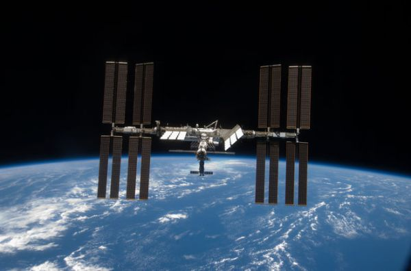 CONGRESS MULLS OPTIONS FOR SPACE STATION BEYOND 2024