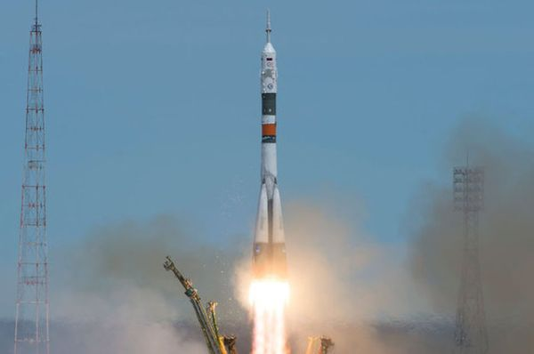 ASTRONAUT AND COSMONAUT LAUNCH TO SPACE STATION ON RUSSIAN SOYUZ