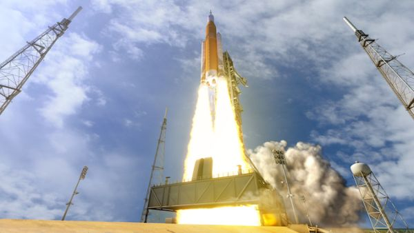 NASA RULES OUT CREW ON FIRST SLS FLIGHT