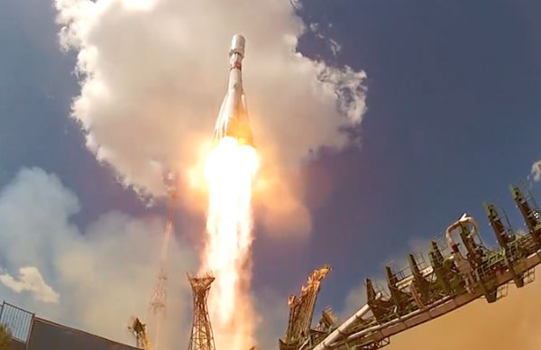 SOYUZ LIFTOFF GLIMPSED BY ORBITING OBSERVER AND LAUNCH PAD CAMERAS