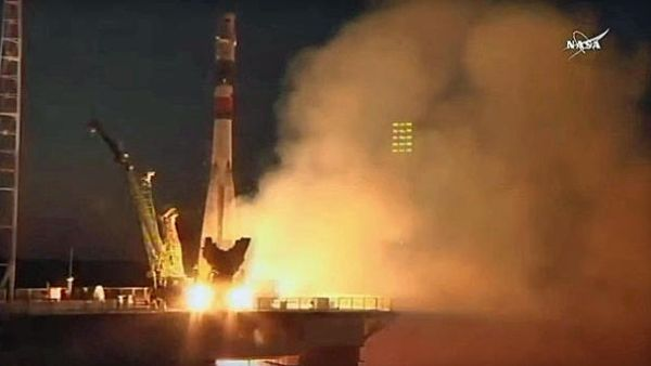 SOYUZ ROCKET TAKES OFF CARRYING 3-MAN CREW TO SPACE STATION