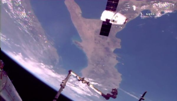 SPACEX DRAGON DELIVERS SUPPLIES (AND SCIENCE) TO SPACE STATION