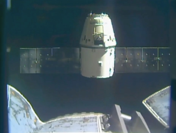 Dragon capsule splashes down in Pacific with space station cargo