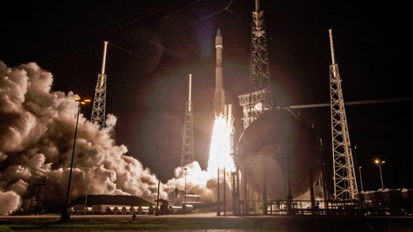 ATLAS 5 PIERCES THE NIGHT TO BOOST NATIONAL SECURITY SATELLITE INTO SPACE