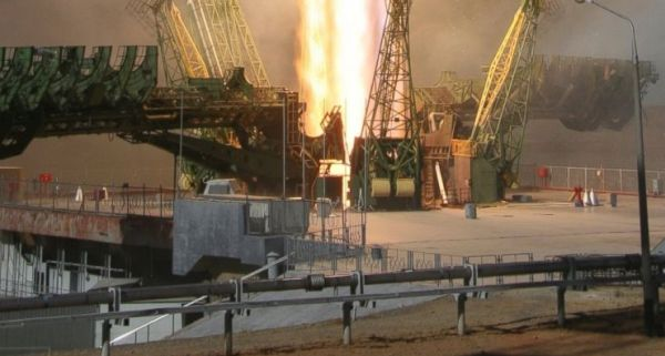 PARTS OF UNMANNED RUSSIAN SPACESHIP BURN UP OVER DUBAI