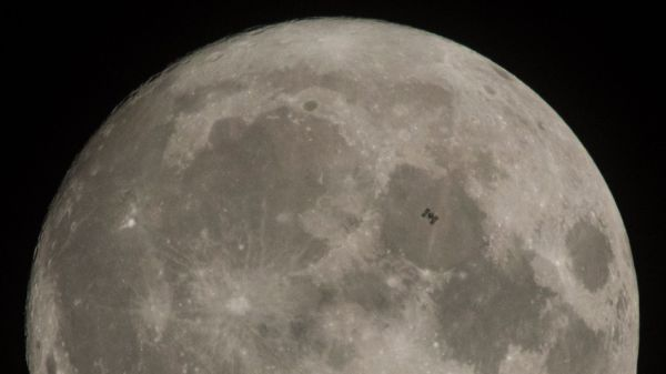 GORGEOUS PHOTO SHOWS SPACE STATION CROSS THE FACE OF THE MOON