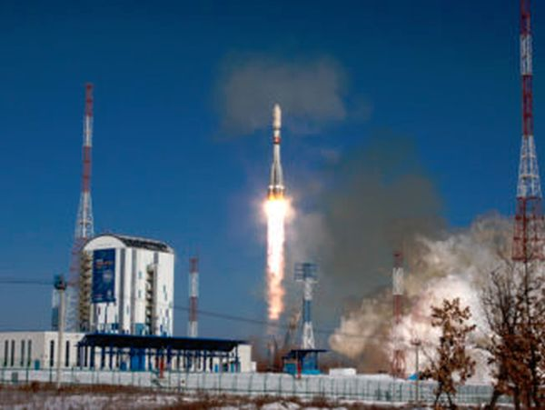 SOYUZ ROCKET FIRES INTO SPACE WITH 11 SATELLITES