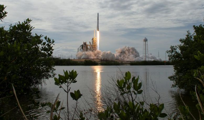 SPACEX GETS U.S. REGULATOR TO BACK SATELLITE INTERNET PLAN