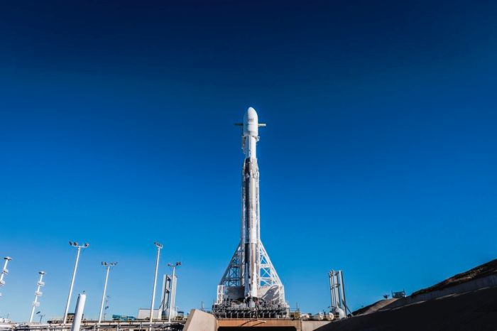 SPACEX DELAYS FALCON 9 ROCKET LAUNCH DUE TO HIGH-ALTITUDE WINDS