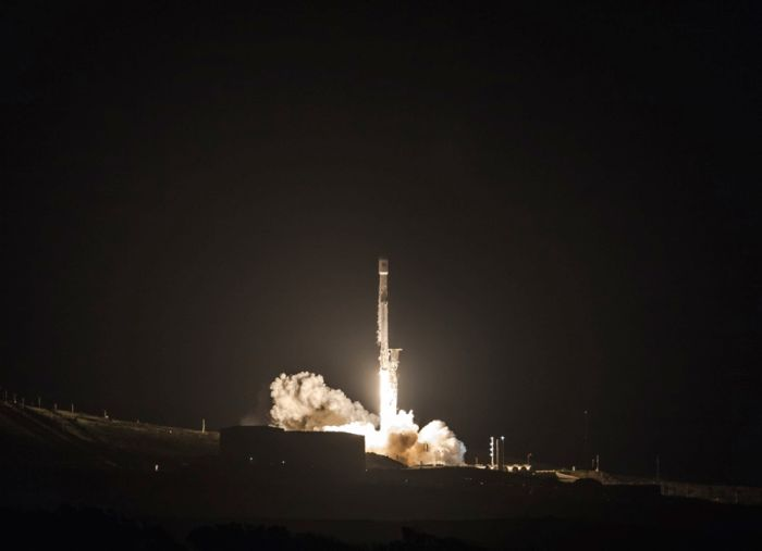 Recycled SpaceX rocket boosts Paz radar satellite, first Starlink testbeds into orbit