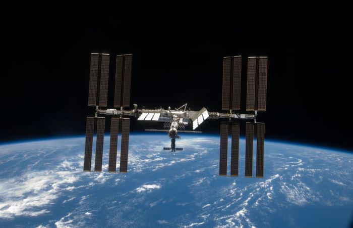 THE OWNER'S GUIDE TO YOUR NEW SPACE STATION