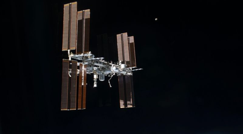 NASA MAY EXTEND SPACE STATION MISSIONS TO ADDRESS POTENTIAL COMMERCIAL CREW DELAYS