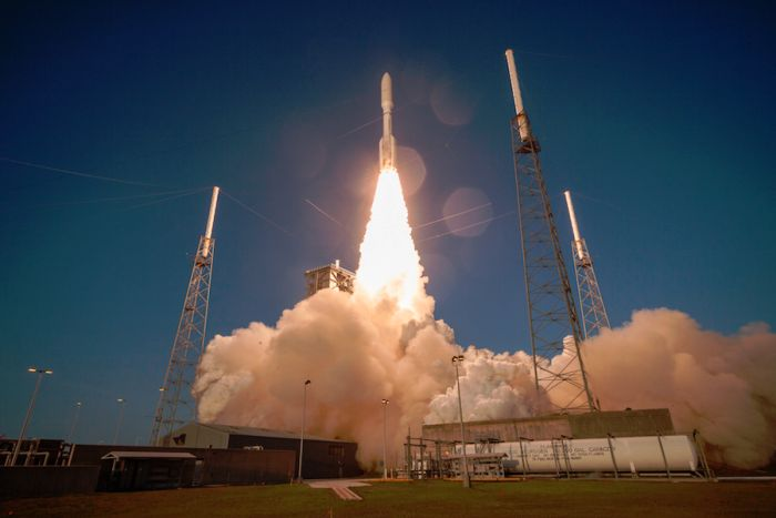 Multi-satellite payload hoisted into high-altitude orbit by Atlas 5 rocket