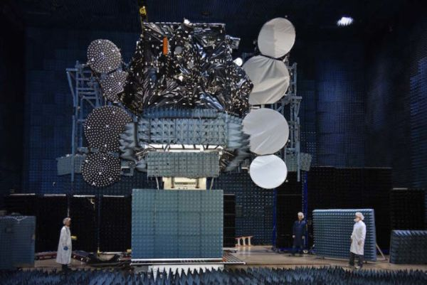 RECORD-SETTING COMMERCIAL SATELLITE AWAITS BLASTOFF FROM CAPE CANAVERAL