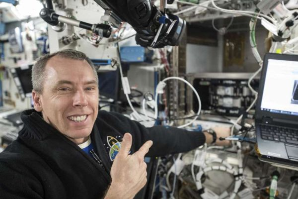 Students chat with astronaut aboard space station