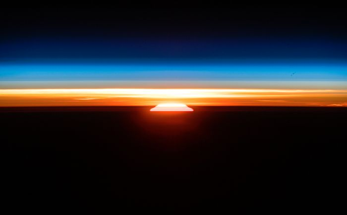 SEE A GLORIOUS ORBITAL SUNRISE GLOW FROM THE SPACE STATION