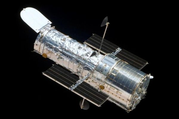 GYROSCOPE MALFUNCTION FORCES HUBBLE SPACE TELESCOPES INTO SAFE MODE