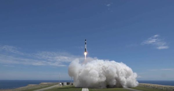 IT'S BUSINESS TIME! ROCKET LAB LOFTS 6 SATELLITES ON 1ST COMMERCIAL LAUNCH