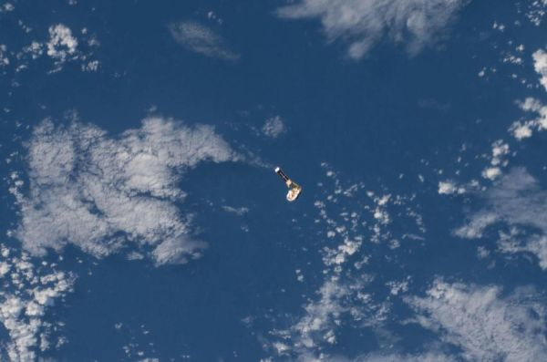 CubeSat deployed from space station to test sample return technology