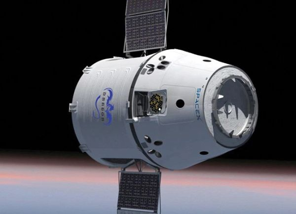 SpaceX Dragon Returning to Earth After Space Station Cargo Delivery