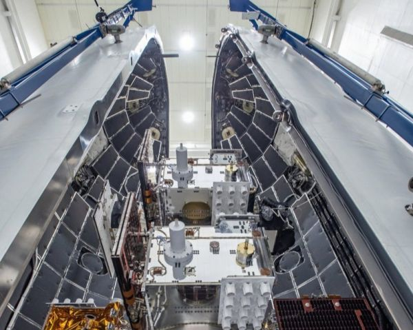 THIS IS WHAT 2 DOZEN SATELLITES LOOK LIKE PACKED FOR LAUNCH ON A SPACEX FALCON HEAVY