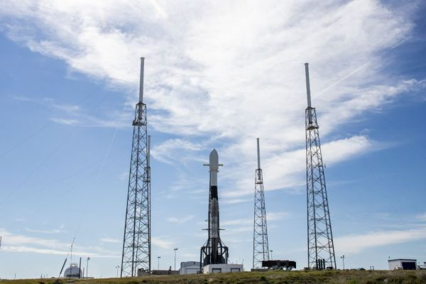 SPACEX POSTPONES LAUNCH OF STARLINK SATELLITE FLEET DUE TO BAD WEATHER