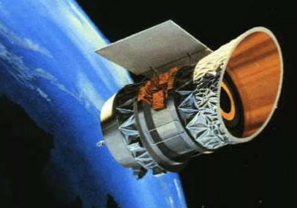 TWO OLD SATELLITES COULD COLLIDE OVER US, SPACE DEBRIS TRACKER WARNS