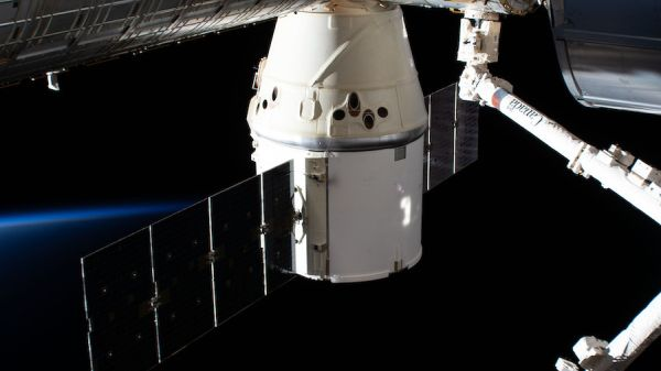 WITH SUCCESSFUL SPLASHDOWN, SPACEX RETIRES FIRST VERSION OF DRAGON SPACECRAFT