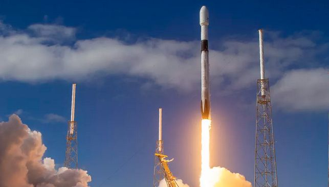 SPACEX TO LAUNCH FIRST STARLINK SATELLITES TESTING 'VISORSAT' TO BLOCK SUN