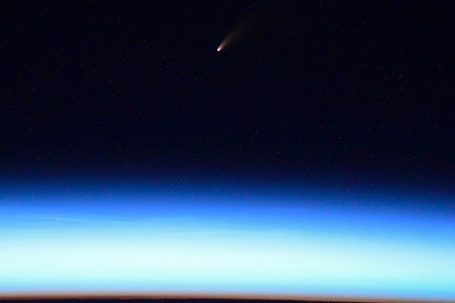 COMET NEOWISE SHINES IN STUNNING PHOTOS FROM THE INTERNATIONAL SPACE STATION