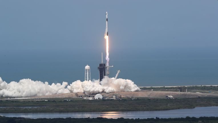 SPACEX SCRUBS FALCON 9 LAUNCH OF STARLINK SATELLITES DUE TO WEATHER