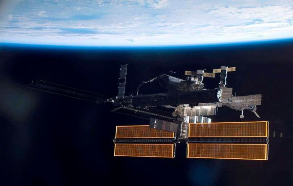 ISS TO CHANGE ORBIT TO AVOID SPACE DEBRIS