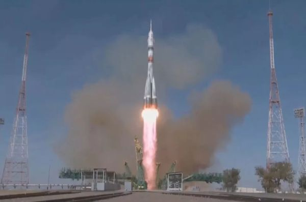 SOYUZ CREW LAUNCHES ON 'ULTRAFAST' TWO-ORBIT FLIGHT TO SPACE STATION