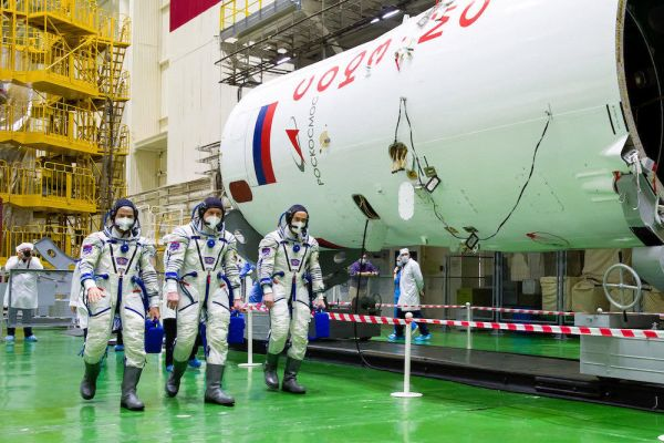 NASA ASTRONAUT, TWO COSMONAUTS SET FOR LAUNCH TO SPACE STATION